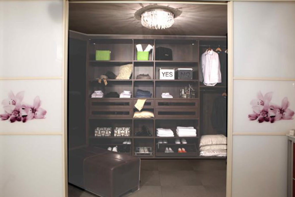 חדר ארונות דלתות הזזה מודפסות
