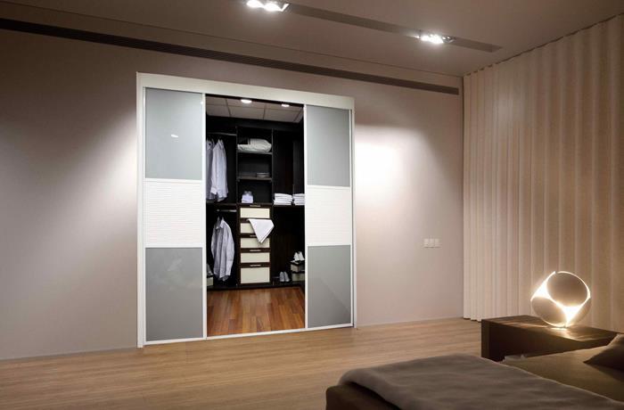 חדר ארונות מעוצב לחדר השינה
