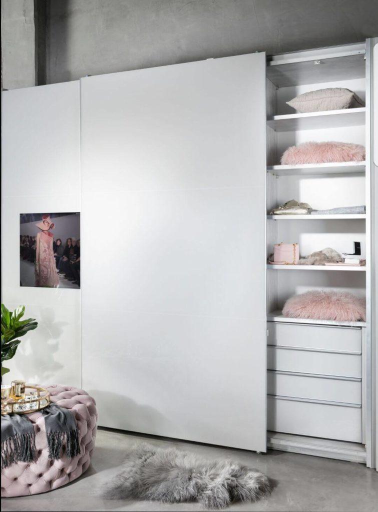 ארון הזזה לבן לחדר בעיצוב מודרני